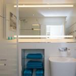 """Designerbad mit """"Walk in"""" Dusche und Regenbrause - Eine Wellnessoase zum Entspannen."""