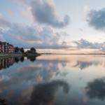 Die Wohnung liegt in einem freistehenden Wohnhaus direkt am Wasser - Der Blick von der Hafenmole ist überwältigend.